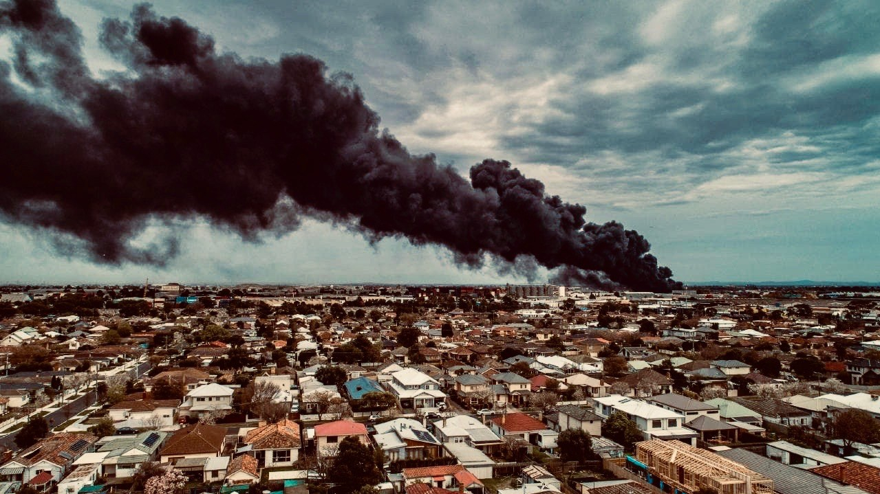 West Footscray factory fire, 30th of August 2018. Photo by Ben Schubert.